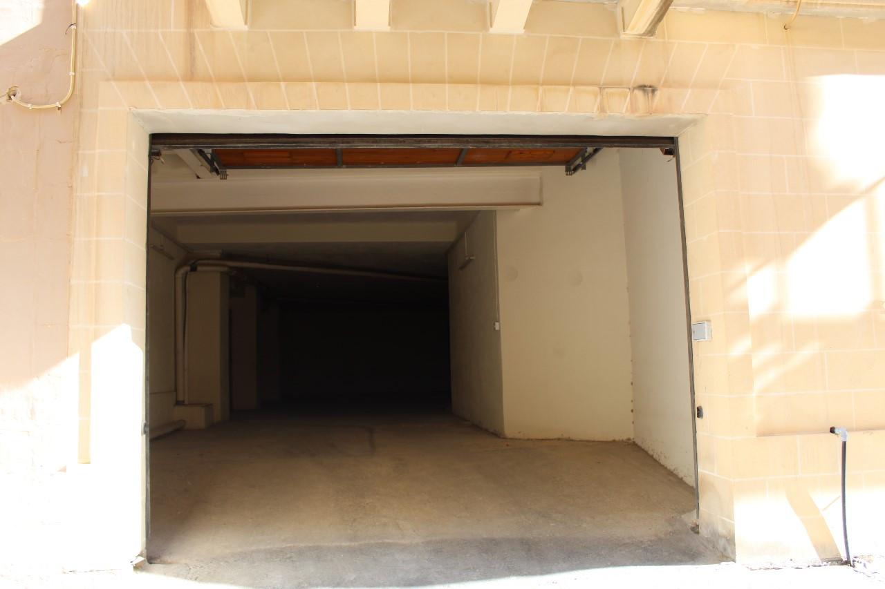Senglea Garage P000218819